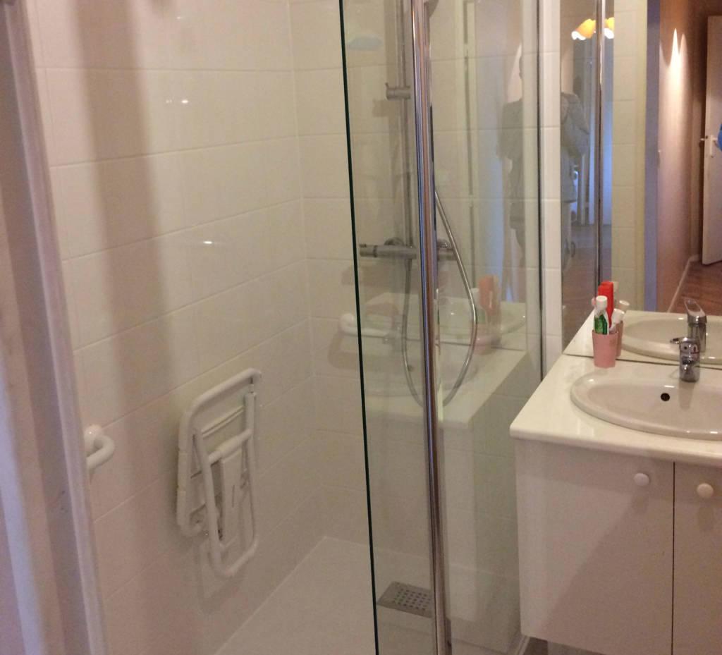 transformation d 39 une baignoire en douche batijem. Black Bedroom Furniture Sets. Home Design Ideas