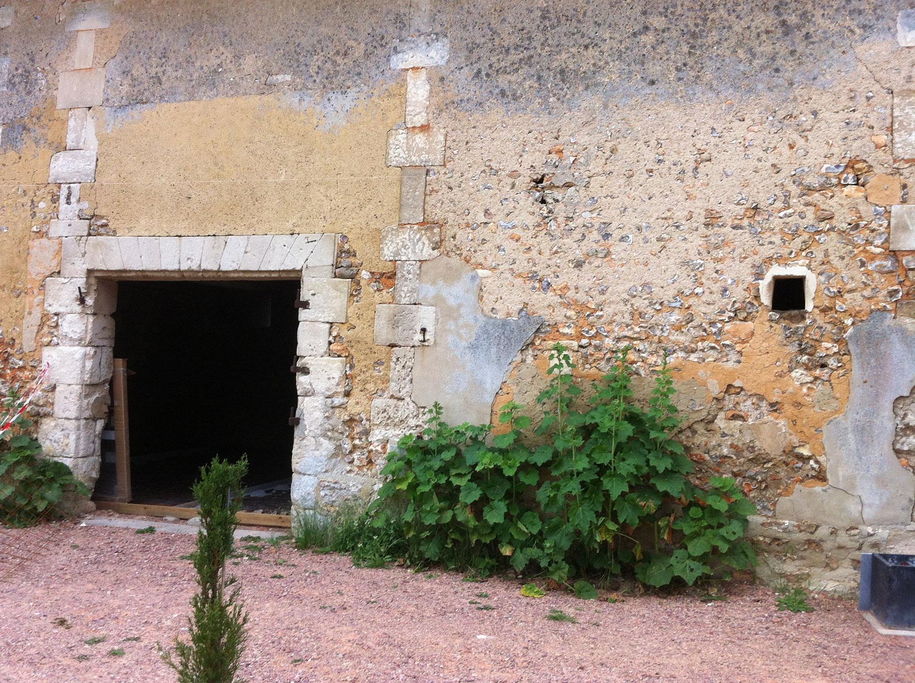 La façade avant travaux ne possède pas d'ouvertures
