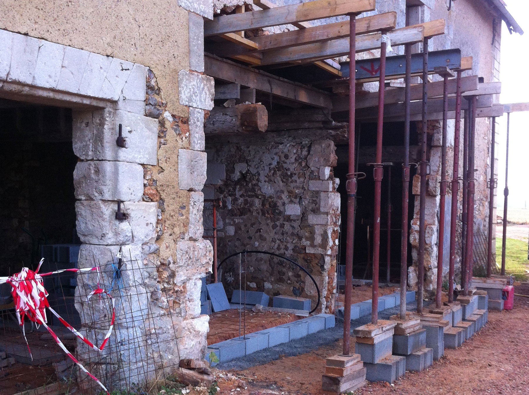 Un mur interne permet de consolider la future structure