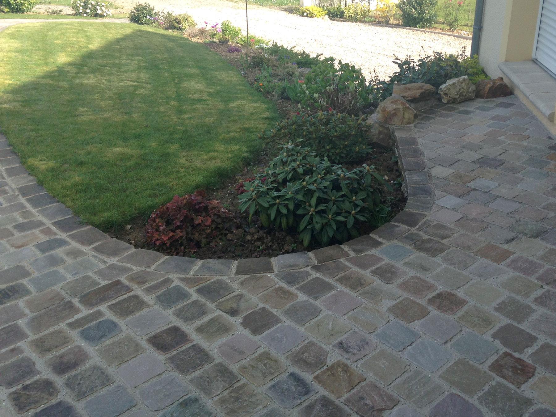 Haut du trottoir de jardin en virage