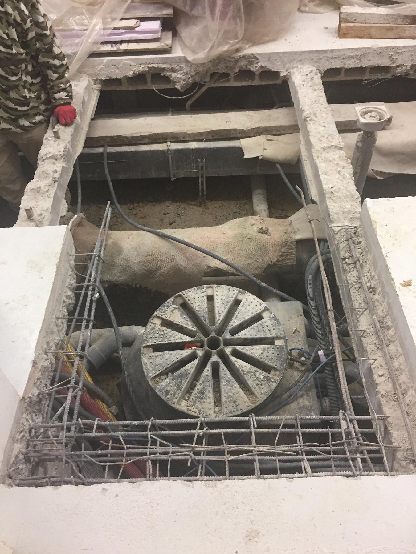 Ouverture de dalle béton pour réseau d'eaux usées